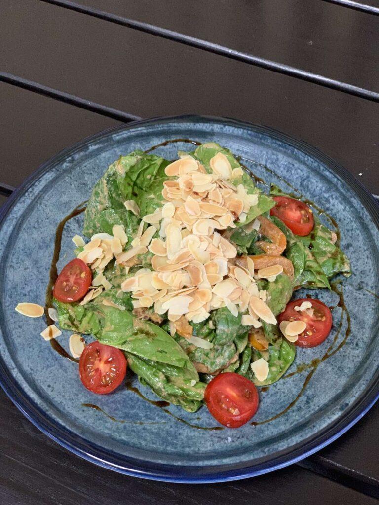 Салат со шпинатом и курицей су-вид